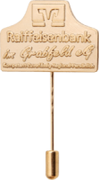 Reliefgeprägte Anstecknadeln der Raiffeisenbank im Grabfeld eG