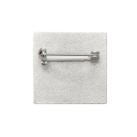 Versilberter Pin mit Sicherheitsnadel